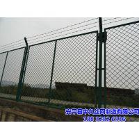 双边焊接加强弯护栏网 浸塑双边围网铁丝围栏网 框架护栏网