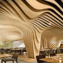 五星级酒店木纹艺术波浪弧形方通吊顶 造型装饰天花