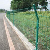 厂家热卖 双边丝护栏网 朋英 浸塑低碳钢丝公路隔离防护网