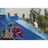 水上游乐设施非常有趣、受欢迎