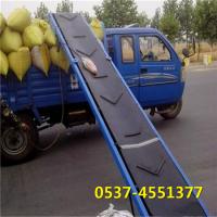 兴亚袋装肥料装车机 带挡板的传送机 大米袋输送机