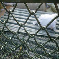 朋英厂家供应喷塑镀锌丝运动场围栏