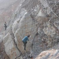 新疆边坡防护网 镀锌钢丝护坡网 厂家包施工