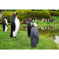 玻璃钢动物雕像广东原著雕塑厂家公园景观企鹅雕塑摆件