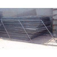 热销球场勾花护栏网 体育场耐腐蚀浸塑低碳钢围网 足球场隔离栅