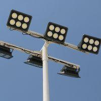 五人制足球场照明灯具 室外照明灯光多少瓦数合适 金卤灯杆尺寸