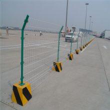 四川金属隔离网 专业的浸塑围栏网 道路围栏多少钱一米