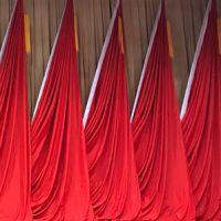 承接各大中小型会议红旗 礼堂旗帜 舞台旗帜 红旗幕布 红旗底座配件 会议徽章