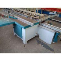 青岛兄弟塑料板材下料机采用先进的机械工艺研制而成