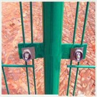 内蒙古包头公路护栏网围栏1.8米高绿色浸塑高效防腐耐用厂家直销