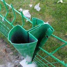 铁丝围栏网单价 场地护栏网 球场围网生产厂家