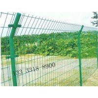 钢丝网围栏1.8米高护网多少钱 公路护栏网商丘围网浸塑隔离网