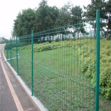 宜宾三角折弯护栏网 优质桥梁护栏网 鸡网围栏网批发1.5米