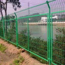 双边护栏网厂家 学校护栏网 隔离铁丝网规格