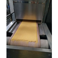 五谷杂粮烘烤设备 微波五谷杂粮烘烤熟化设备 专业厂家定做五谷杂粮烘烤机价格