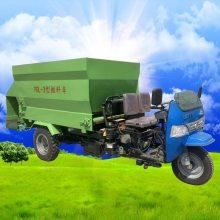 卢龙县杂粮撒料车 先进技术撒料车 牛羊喂料车视频