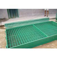 山东昂威丝网供应双边丝护栏网三角折弯护栏网美观耐用绿色防护网公路隔离网