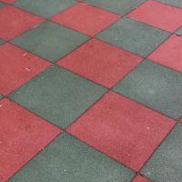 供应50*50cm尺寸的厚橡胶安全地垫 户外塑胶地板防水优质黑颗粒塑胶地垫