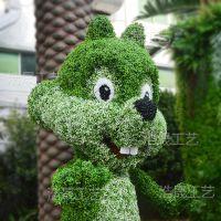 北京公司专业制作仿真绿雕 仿真卡通松鼠绿雕人造白天鹅雕塑可来图定制