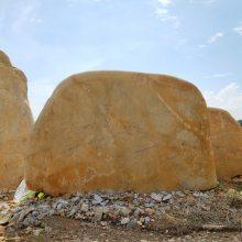 安徽黄蜡石多少钱一吨 刻字景观石厂家直销 安徽校园景观黄蜡石案例