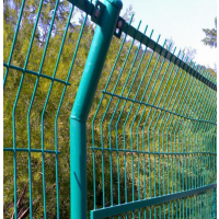 养殖园围栏网-迅方框架护栏网生产厂家