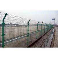 固荣丝网专业生产销售公路护栏栅栏、公路铁丝网围栏、公路用围栏网
