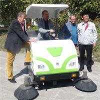 小林牌XLS-1750电动扫路机适用于环卫、物业、大型广场的道路清扫