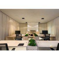 通彻明亮的办公室是装修公司的设计