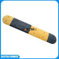 生产销售多种款式停车场减速设备 道路橡胶减速带 缓冲垫减速带