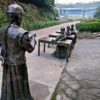 户外仿真玻璃钢师生人物雕塑玻璃纤维读书人物雕塑树脂纤维仿铜人物雕塑定制
