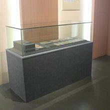 冷钢板博物馆展柜定制,深圳翻开式博物馆展示柜厂家,字画展示柜