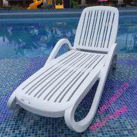 海南泳池折叠躺椅塑料休闲躺椅酒店折叠躺凳 室内外泳池躺椅白色塑料躺椅