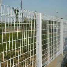 湛江工厂围墙护栏 茂名果园防爬折弯围栏网 桃型柱护栏厂家批发