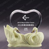 天鹅陶瓷摆件 芭蕾舞国际赛奖杯定制 爱心水晶奖杯