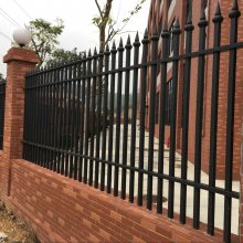 茂名工厂栏杆批发价 揭阳学校金属围栏定做 娱乐设施安全围栏 隔离栏