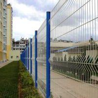 生产供应三角折弯护栏网 养殖护栏网 桃型柱护栏网