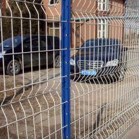 1.8*3米桃型柱护栏网 小区隔离网围栏 厂区围墙护栏网厂家直销大量现货