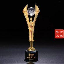 上海定做地产公司季度会议奖杯,优秀员工奖杯,新人奖杯图片,水晶奖杯奖牌款式