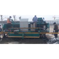 伸缩式摊铺机 铺砖机 基础路面 沙土垫层 搅拌水泥平整