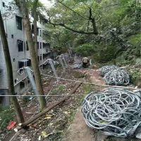 被动防护网阻止崩塌岩石土体的下坠@安首被动防护网进行与房屋隔离防护