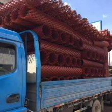 2米高菱形网 红色钢板网 苞米防护网厂