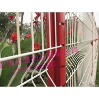 厂家定制 桃形柱护栏网别墅护栏网 三角折弯护栏网 市政园林防护网 低价出售