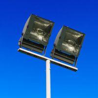 山东羽毛球场照明灯杆 8米一拖二电线杆批发 灯杆厂家 马路灯定制
