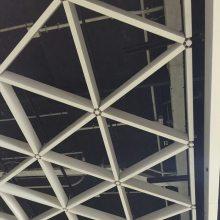 供应四平铝格栅 红色铝格栅天花 三角形铝制格栅吊顶