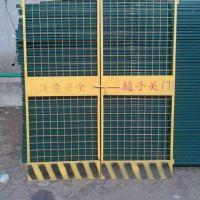 PVC工地防护栏@施工电梯门 升降机安全门厂家配货 找安平县飞创丝网厂