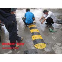 伊犁厂家生产道路减速带 道路斜坡公路减速板减速带
