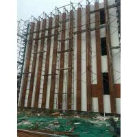 郑州天目逆源水泥仿木挂板厂家新郑社区幼儿园仿木工程正在紧张的施工中