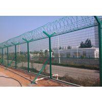 弘鑫源框架护栏网 广泛用于中国的公路,铁路,高速公路,农场防护等,结实耐用,专注20生产厂家。