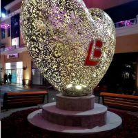 江苏不锈钢心形雕塑 镂空雕塑定制 商业街景观制作