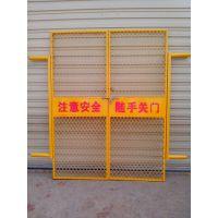 黄山市屯溪区不易损坏的工地电梯安全门,施工电梯防护门,人货电梯安全门,浸塑处理